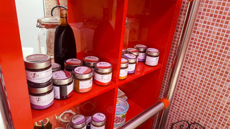 marmellate e prodotti tipici del pollino scaffale macelleria de salvo chiaromonte