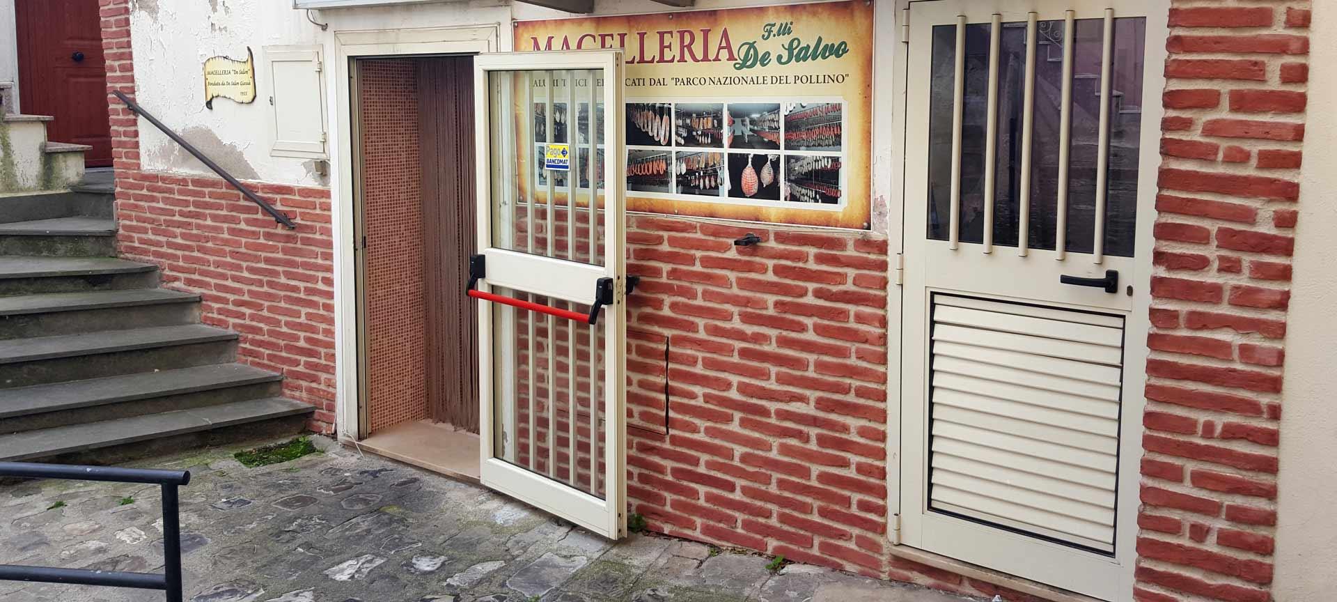 ingresso macelleria de salvo a chiaormonte parco del pollino