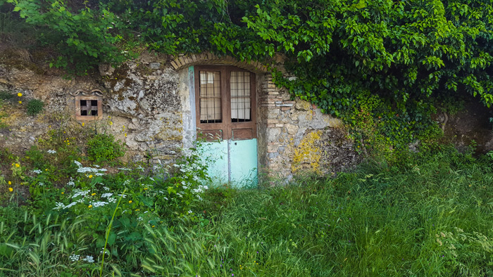 porta di una grotta di chiaromonte